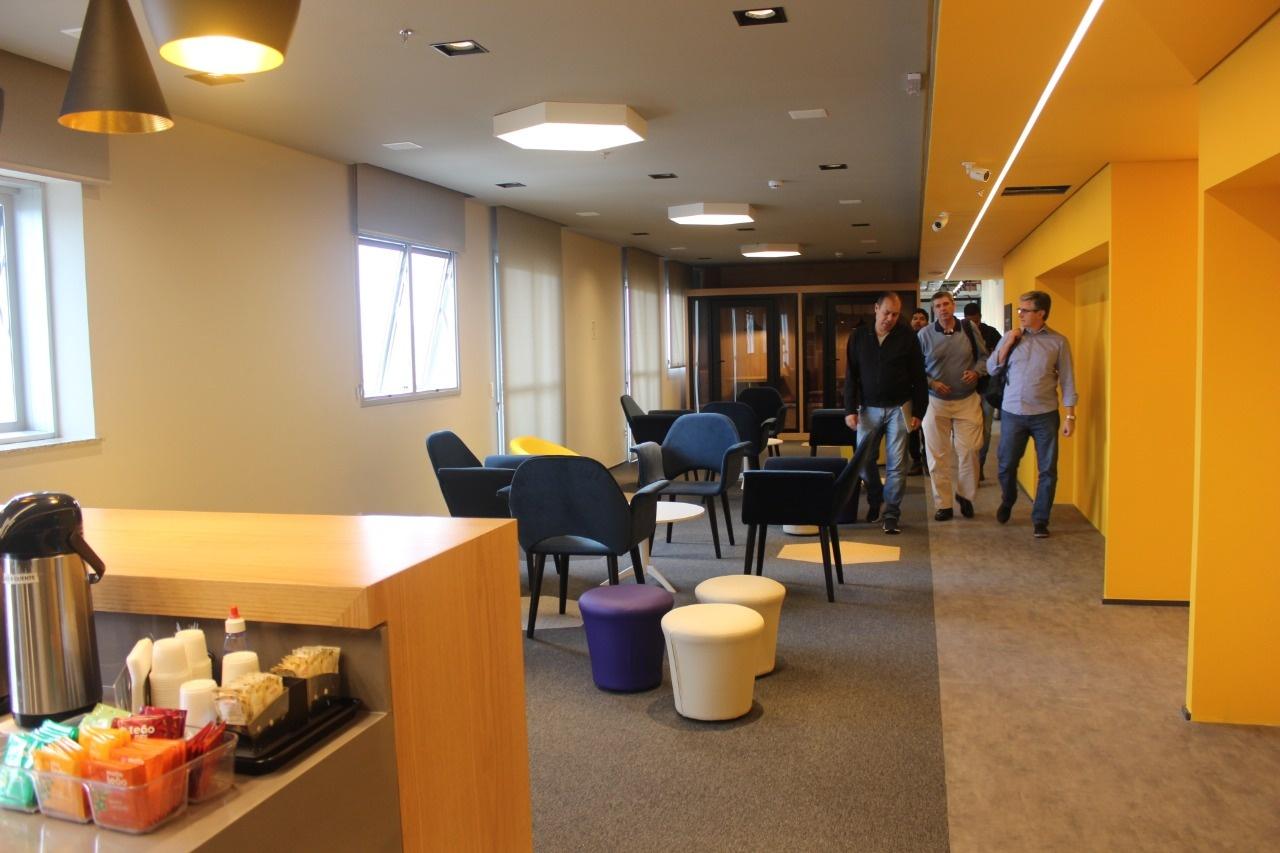 Capa de Por que escolher uma sala de reunião em um coworking?